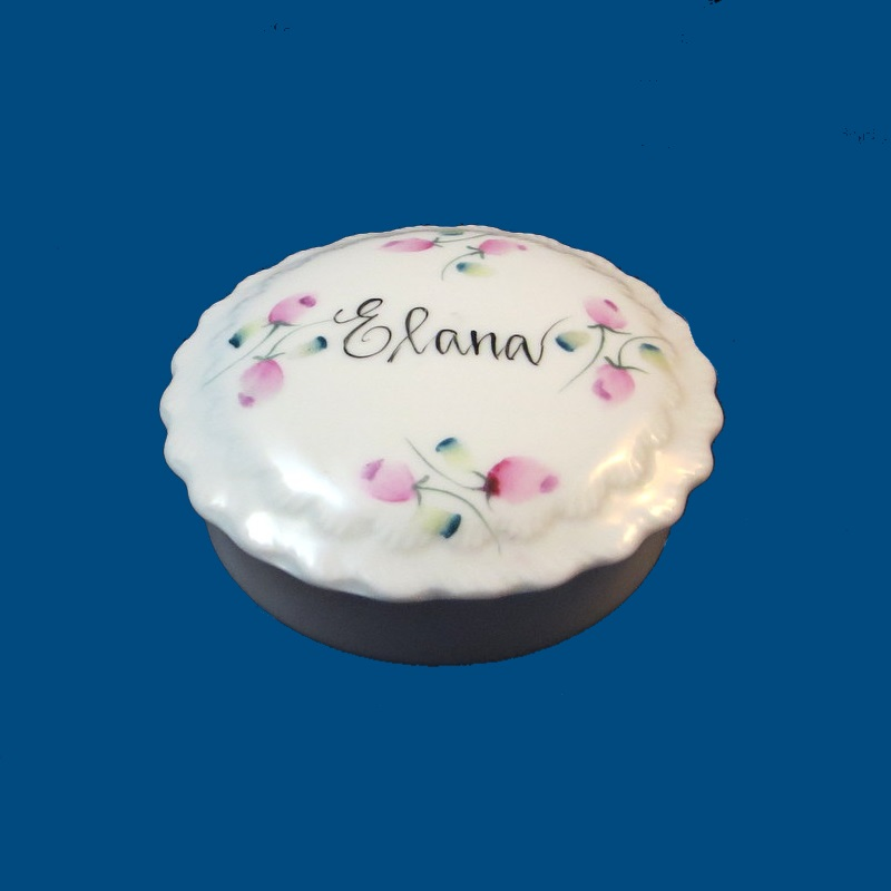 *New Small Porcelain Hand Painted Scalloped Round Box-Personalized Box, Hand Painted Box, Porcelain, name Box, Box with Name, Porcelain Box, Jewelry Box, Porcelain Jewelry Box, Jewelry Box for Kids, Jewelry Box for Bridesmaid, Bridesmaid Gift, Jewels, Hand Painted Jewelry Box, New Bay Gift, For New baby, Baby Gift, Gift For Her, Holiday Gifts, Valentine Gifts, Wedding Gifts